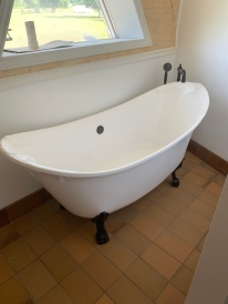 Clawfoot tub installed.